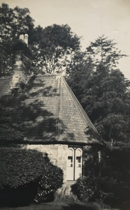 The Lodge (early 1900s descendants of Evan Parry Jones and Jane Vaughan)