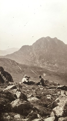 Exploring the local scenery (early 1900s descendants of Evan Parry Jones and Jane Vaughan)